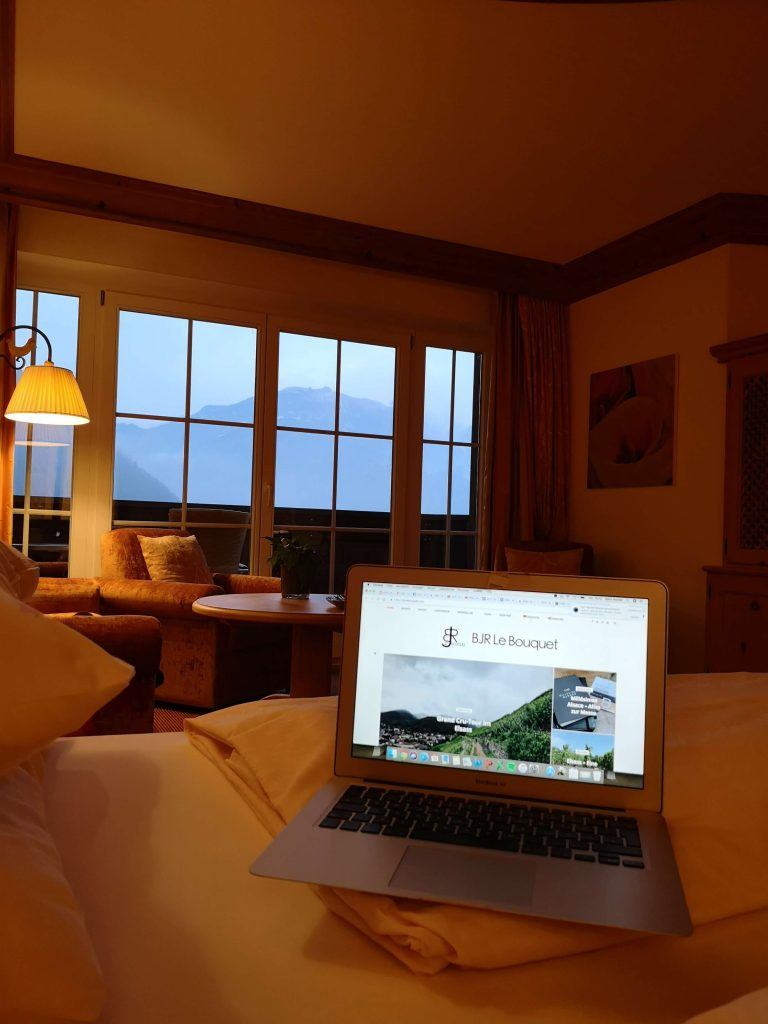 STOCK Weinwoche Zillertal Blog Finkenberg Spa Wellness Wein Suite Room BJR Le Bouquet Macbook