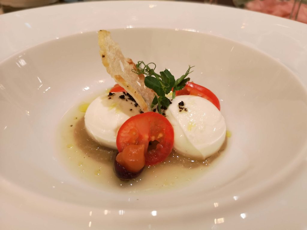 Somm vs Blogger The Last Battle Steigenberger Grandhotel Petersberg Ferdinand Wein Restaurant Tomate Burrata Vorspeise