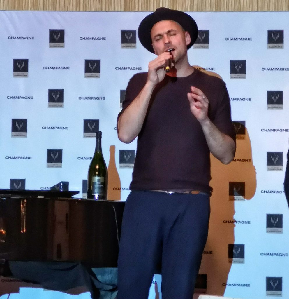 Champagner Preis Lebensfreude 2019 Louis C Jakob Hamburg Comite Champagne Max Mutzke Sänger Preisträger Carolin Kebekus Cant Wait until tonight Stefan Raab