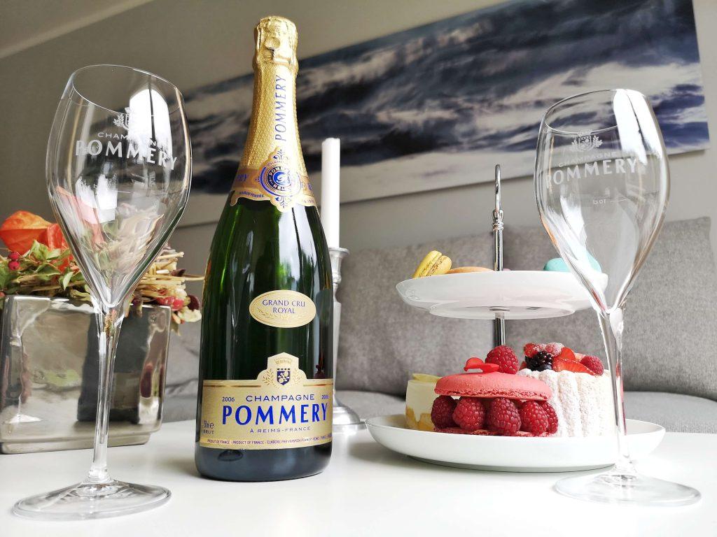 Pommery Grand Cru Royal Vintage 2006 Louise Reims Björn Bittner Weinglas Champagner Champagne Kapsel Macaron