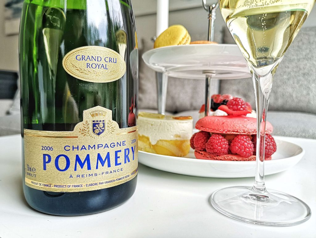 Pommery CHampagner Champagne VIntage 2006 Vintage Macaron Pure Freude Petit Four Grand Cru