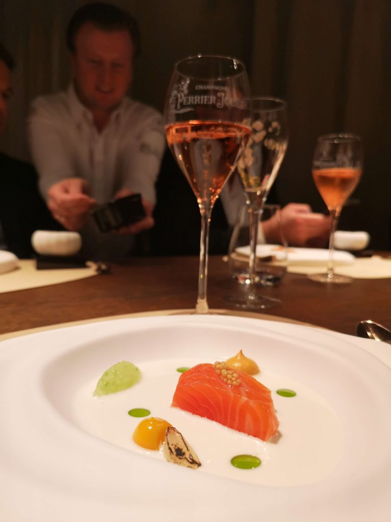 Perrier-Jouet The Table Kevin Fehling Champagner Seeforelle Forelle Kokos Rosé Blason